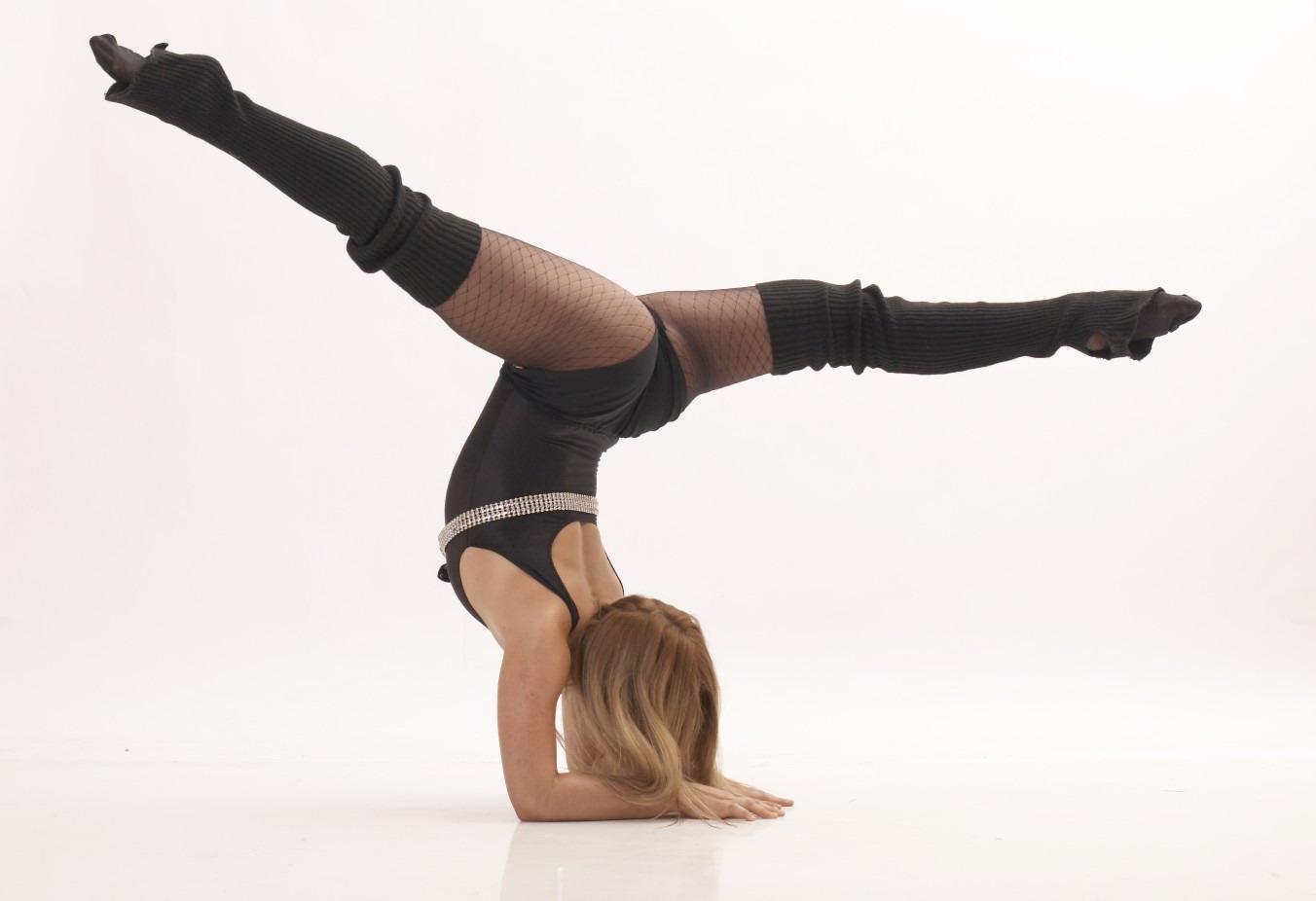 Танец с элементами стриптиза 19 фотография
